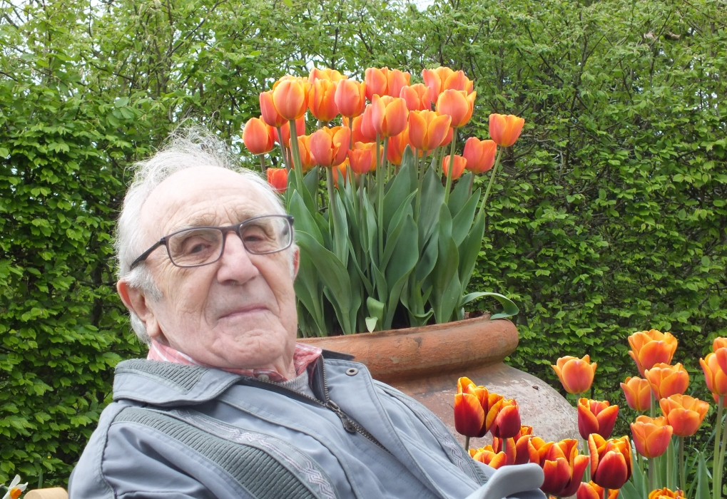 Mick Frances and tulips at Sissinghurst 2018