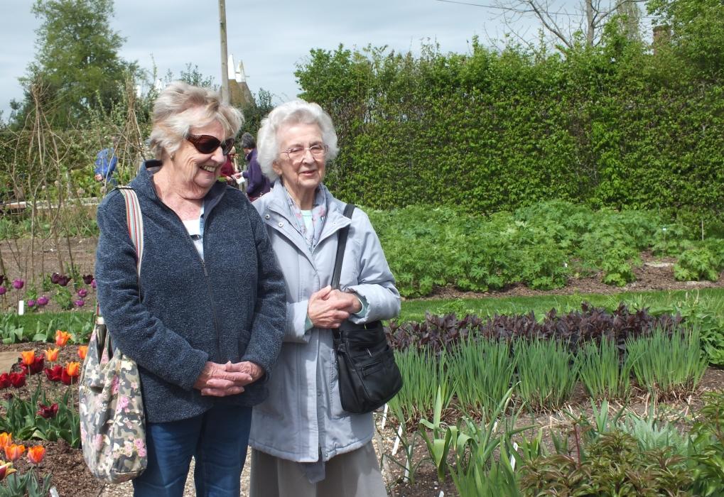 Ann and friend at Sissinghurst 2018